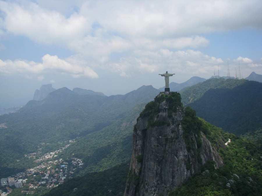 Статуя Иисуса в Рио-де-Жанейро